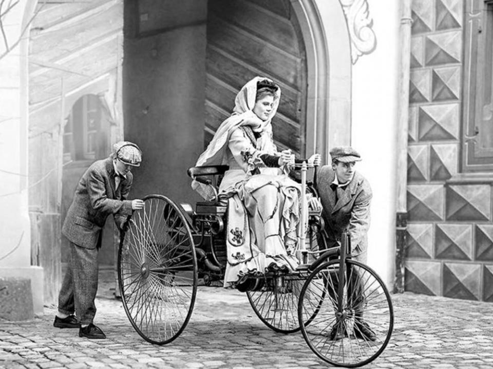 mujeres historicas automocion